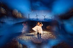 Creative lighting and effect for the wedding couple